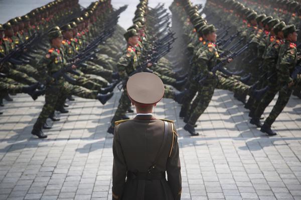 Binh sĩ Triều Tiên 'lắp lưỡi lê trên súng'
