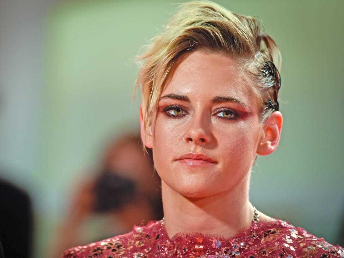 Diễn viên đồng tính bị phản đối khi vào vai công nương Diana