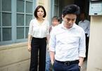 Bác sỹ Chiêm Quốc Thái bức xúc bỏ về tại phiên tòa xử vợ cũ