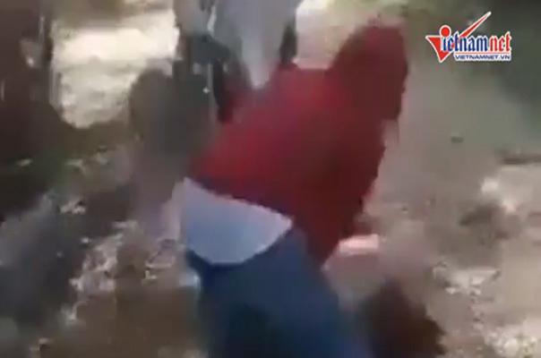 Nữ sinh lớp 8 bị bạn đánh đập trong rừng ở Nghệ An