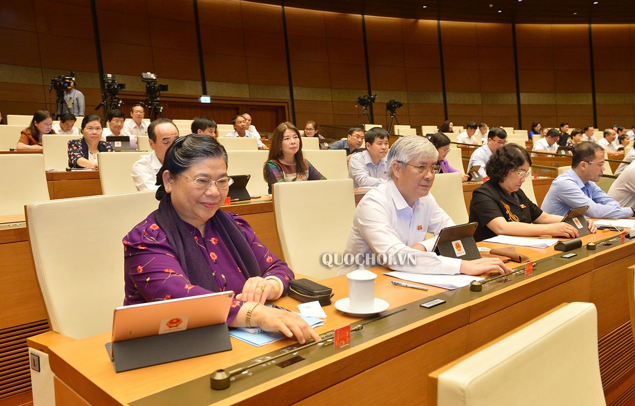 Quốc hội cho Hà Nội được tự quyết thu, tăng phí