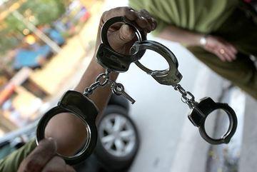 Bị cáo vùng bỏ trốn, dùng dao chống lại lực lượng truy đuổi ở Hà Nội