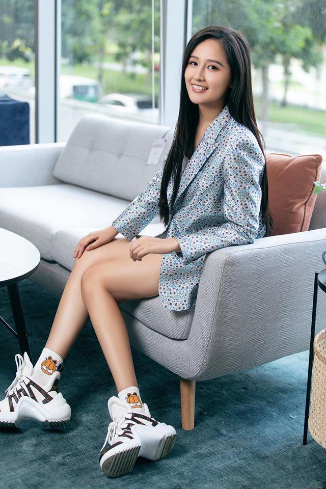 Hương Giang, Đỗ Mỹ Linh, MC Mai Ngọc quyến rũ