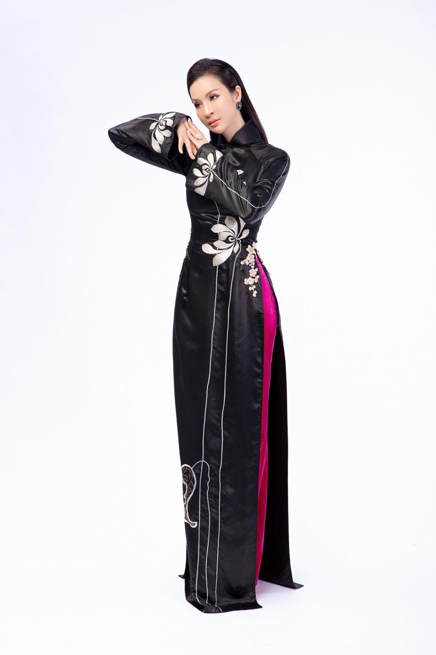 MC Thanh Mai mặc áo dài chụp ảnh trên sa mạc