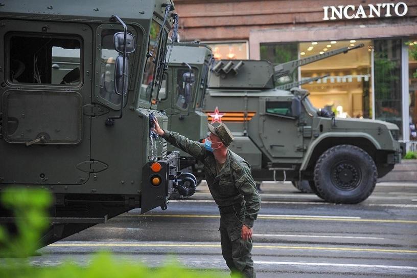 Xem Moscow hối hả chuẩn bị cho lễ duyệt binh