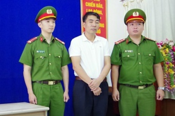 Làm giả giấy khám sức khỏe, Phó hiệu trưởng trường y ở Hà Giang bị bắt