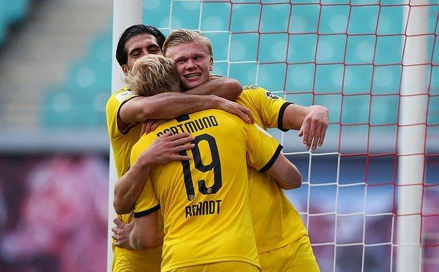 Haaland sáng rực cùng Dortmund, Lewandowski lập cú đúp cho Bayern