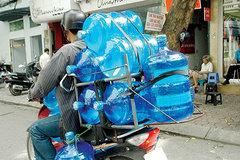Mua nước uống đóng bình, coi chừng uống phải nước mương bẩn