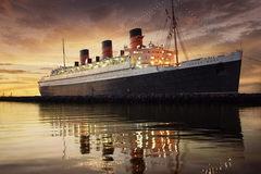 Du khách tò mò thám hiểm con tàu lịch sử 'Bóng ma nữ hoàng Mary'