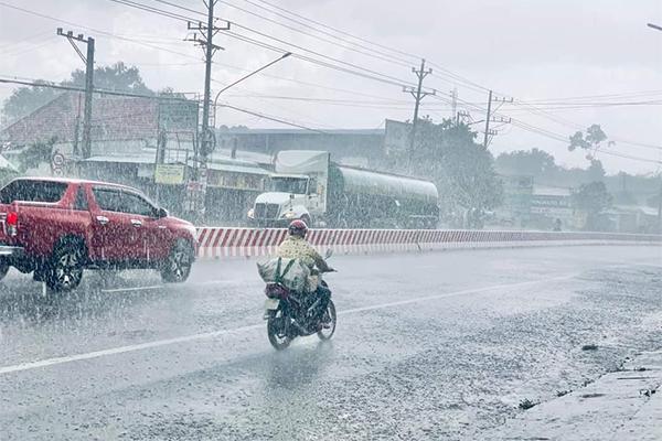 Nhật thực diễn ra trên khắp Việt Nam, 11 năm mới có 1 lần