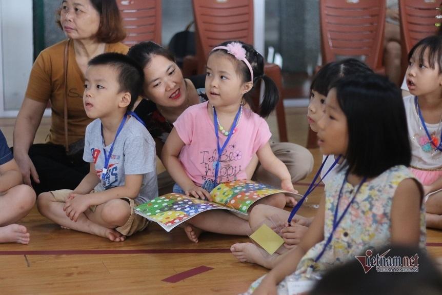 Chuyên gia Nhật hướng dẫn cách đọc sách để lôi cuốn trẻ