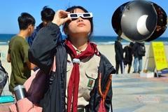Người dân Đà Nẵng đội nắng đi xem nhật thực, 11 năm mới có 1 lần