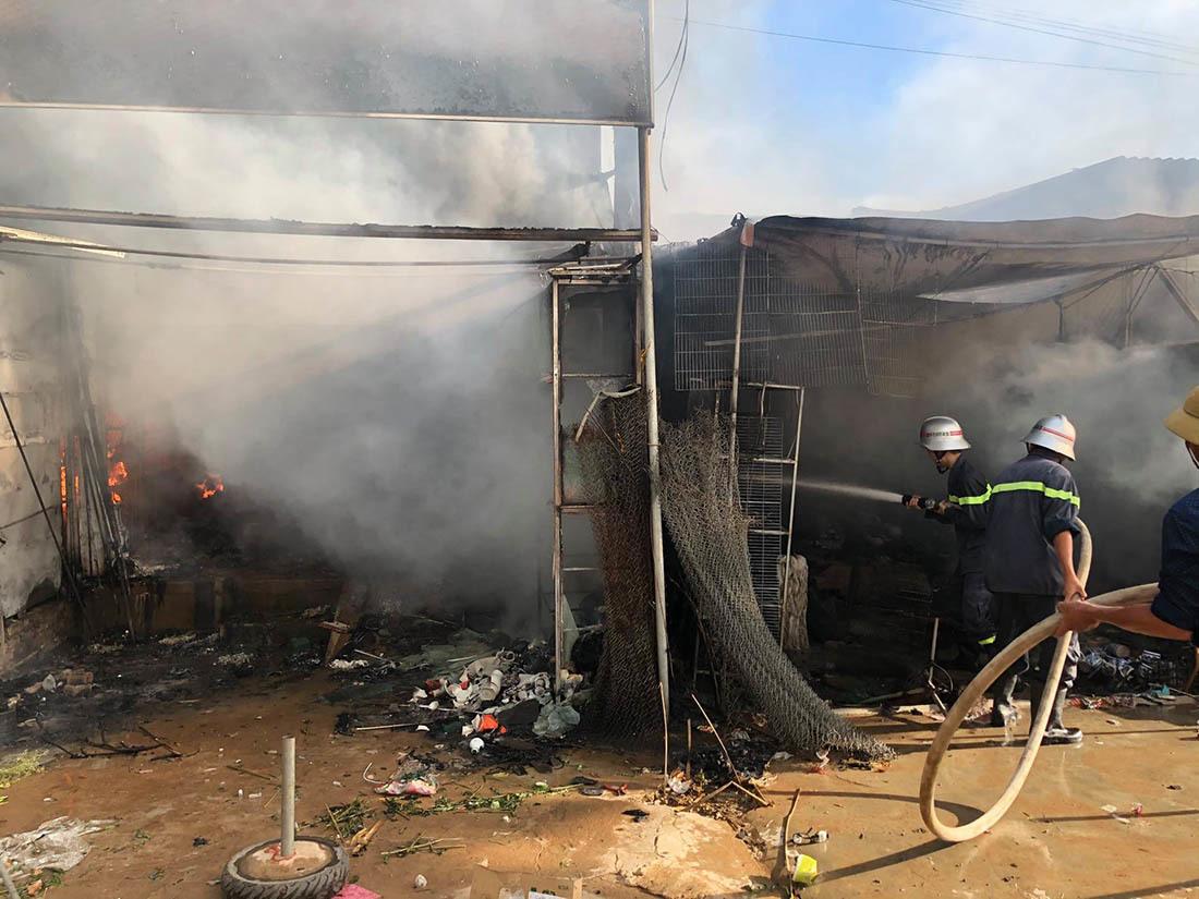 Cháy chợ ở Nghệ An, nhiều gian hàng bị thiêu rụi
