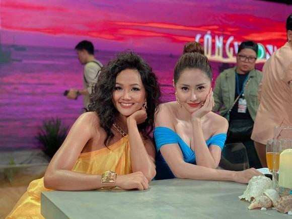Hồ Ngọc Hà chia sẻ khoảnh khắc Kim Lý tình cảm với Subeo