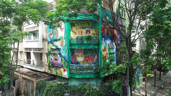 Graffiti artist decorates house with images on COVID-19