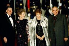 Chân dung người phụ nữ luôn đứng sau lưng Tổng thống Liên Xô