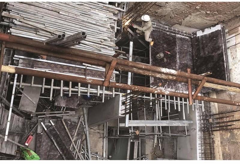 Bị ném chất bẩn vào nhà vì đi tố cáo vi phạm trật tự xây dựng