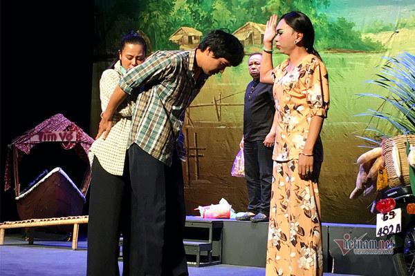 Minh Dự 'làm mẹ' Nam Thư, Quang Tuấn trong kịch 'Ngược gió'
