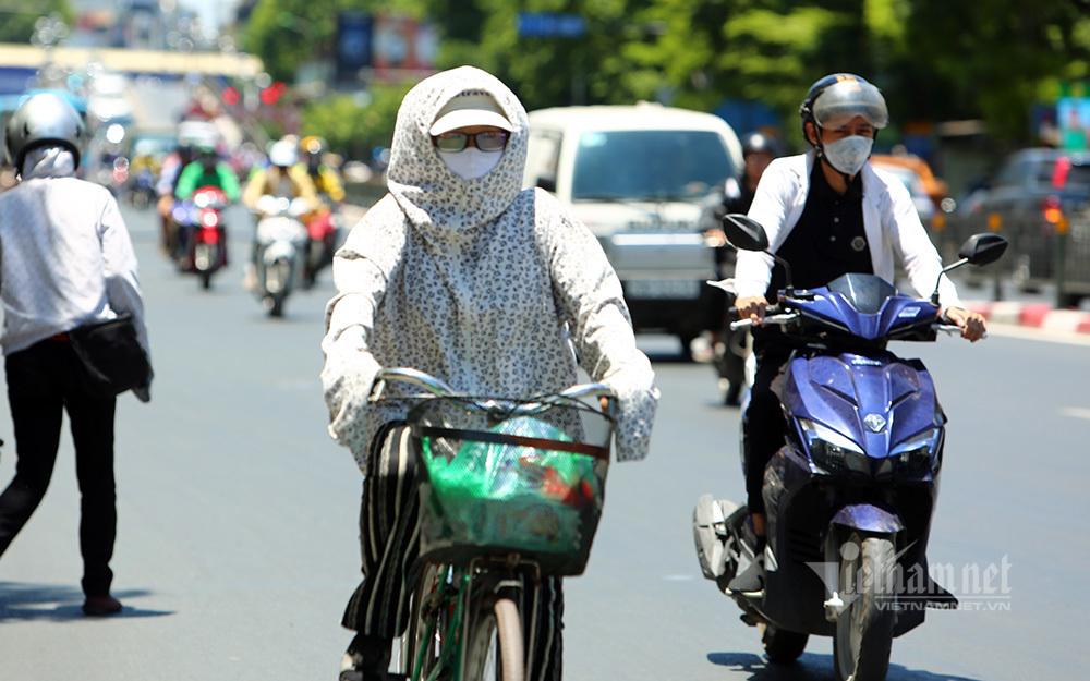 Hà Nội nắng gắt đỉnh điểm lần 2, Sài Gòn dịu hơn 5 độ