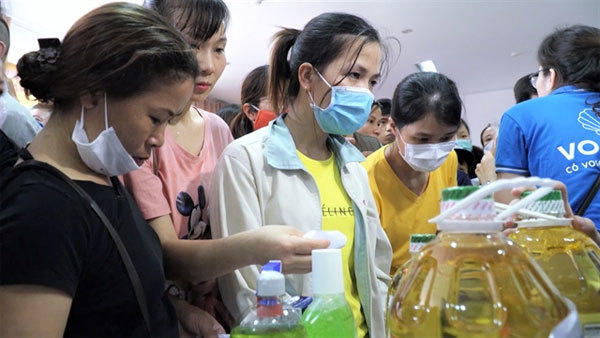 Zero-dong supermarket opened in Thang Long industrial zone to help COVID-19-affected workers