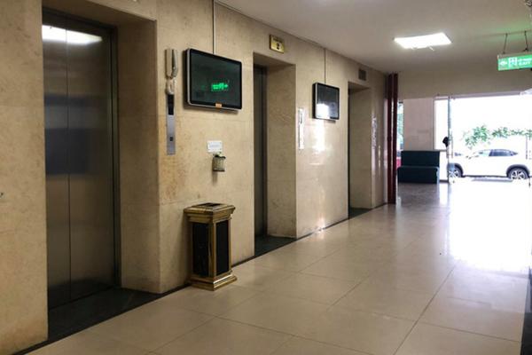 Chủ tịch Hà Nội yêu cầu làm rõ vụ bé trai bị dâm ô trong thang máy chung cư