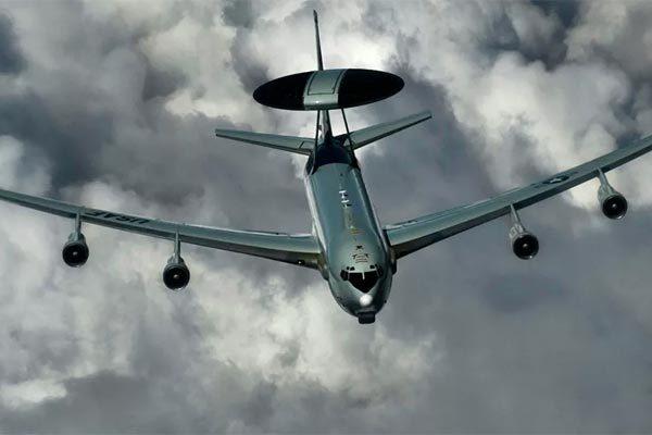 Mỹ phái máy bay do thám áp sát, Tổng thống Venezuela đấu dịu
