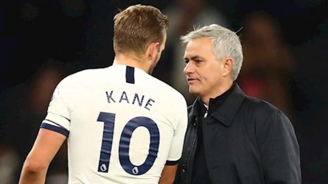 Mourinho bật lại chỉ trích khiến Harry Kane tháo chạy khỏi Tottenham
