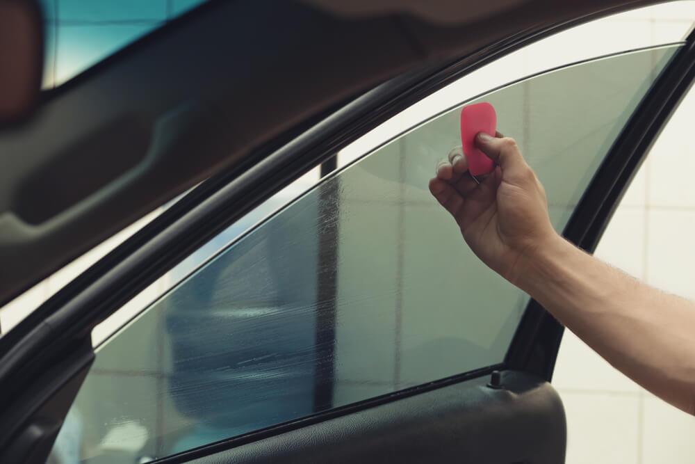 Chói mắt vì nắng khi lái xe, làm gì để khắc phục?