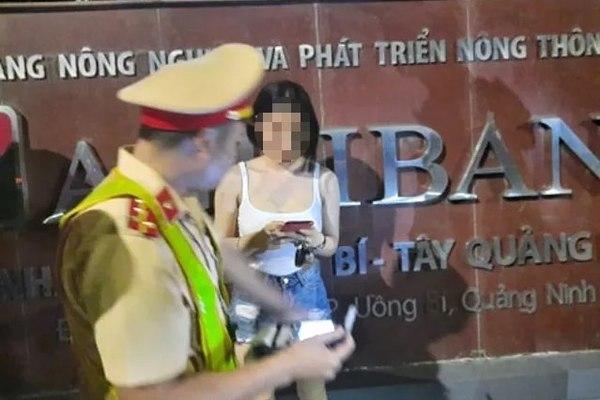 Nữ tài xế bỏ chạy khi thổi nồng độ cồn bị phạt 35 triệu