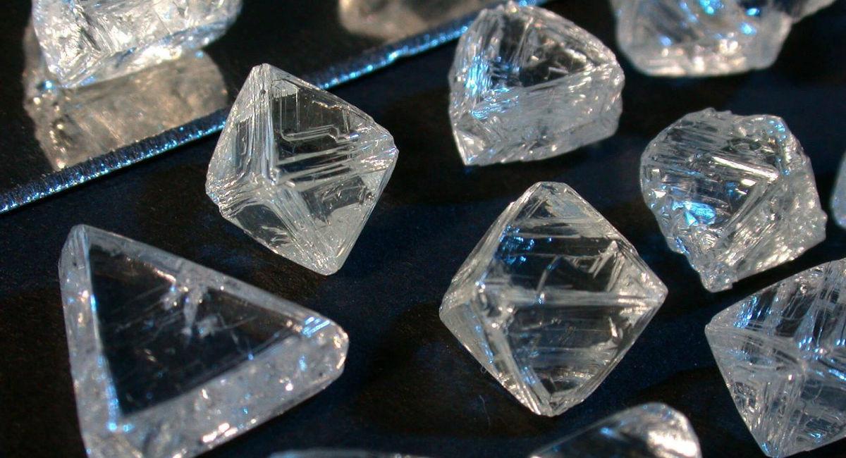Ngân hàng thừa tiền, kim cương tồn kho chất đống