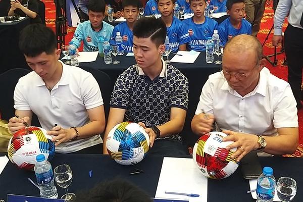 Thầy Park, Duy Mạnh và Đình Trọng hâm nóng giải U13 toàn quốc