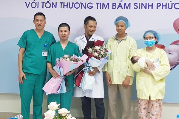 Mở ngực suốt 8 ngày bé trai vừa sinh ở Hà Nội sửa trái tim lạ