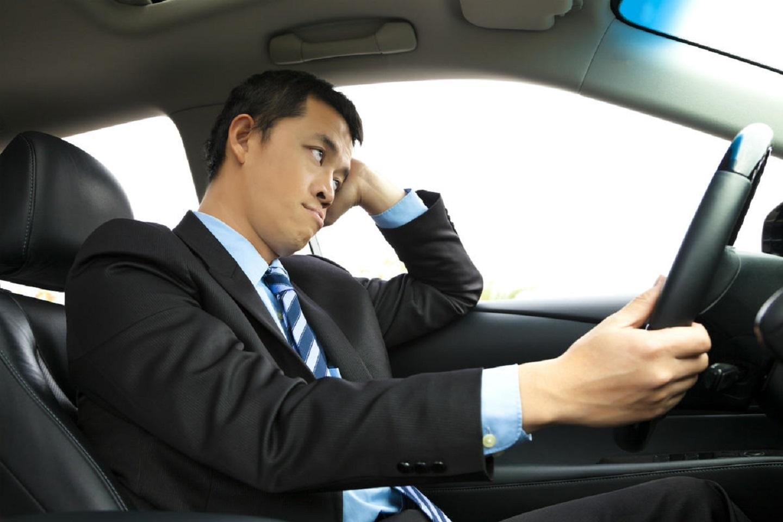 Bảy kiểu lái xe 'hồn nhiên' như thách đố người đi đường