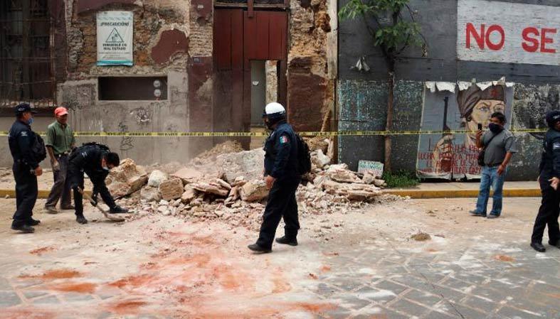 Hình ảnh động đất rung chuyển Mexico, cảnh báo sóng thần