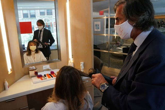 Cắt tóc ở Mỹ: 1.000 USD/lần cắt, 1.200 khách xếp hàng chờ đến lượt