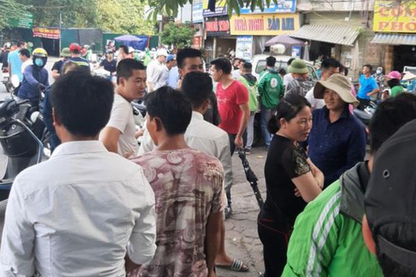 Phát hiện thi thể người đàn ông trong nhà vệ sinh công cộng ở Hà Nội