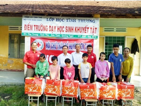 Lão nông Quảng Ngãi 35 năm cần mẫn giúp đỡ người nghèo