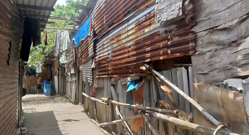 Xe hoa quả nặng trĩu nỗi niềm của tiểu thương chợ Long Biên