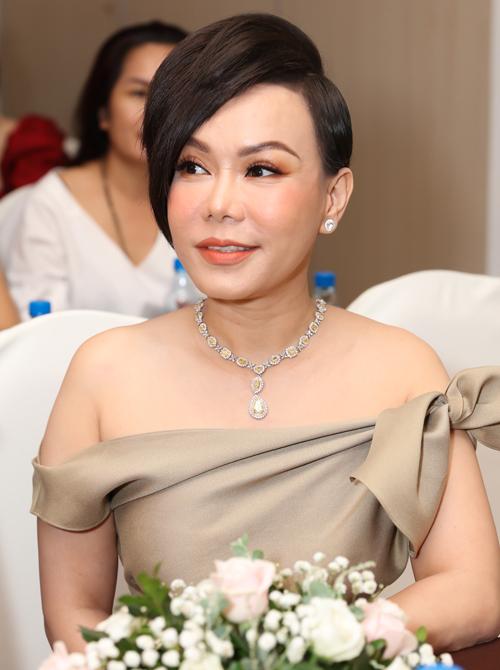 Danh hài Việt Hương: Tôi và ông xã tin nhau tuyệt đối