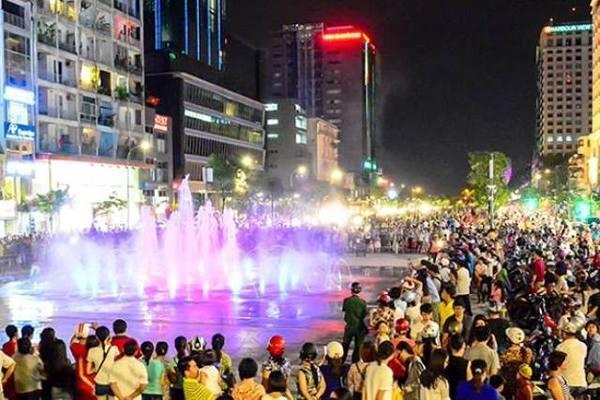 Cấm xe vào phố đi bộ Nguyễn Huệ 6 đêm liên tiếp