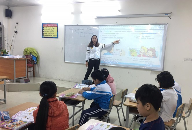 How can Vietnamese teachers' English's qualifications improve?