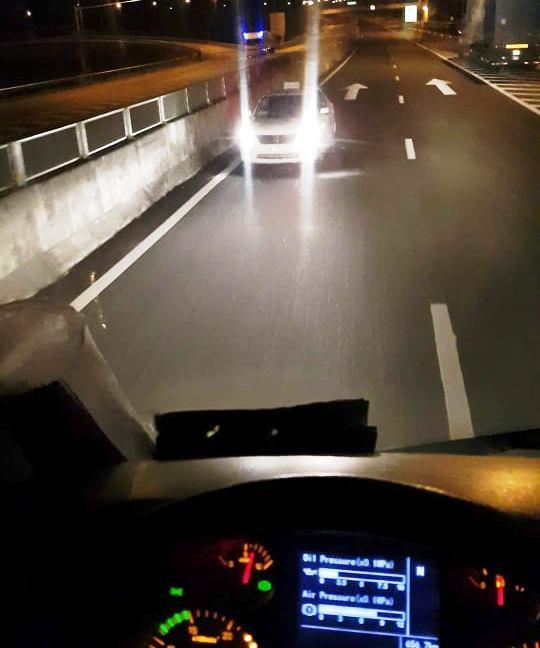 Phạt 17 triệu, tước GPLX 6 tháng tài xế lao vun vút ngược chiều trên cao tốc