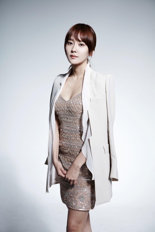 Bạn gái của diễn viên Taecyeon là nhân viên văn phòng 29 tuổi