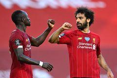 """Thắng """"bốn sao"""", Liverpool chạm một tay vào ngôi vương"""