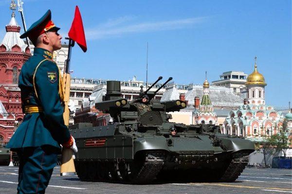 Hình ảnh 'quái thú' bọc thép tham gia duyệt binh ở Nga