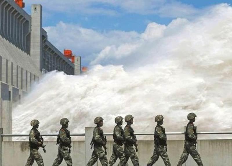 Chắn ngang dòng Dương Tử, đập Tam Hiệp có trụ vững trước lũ lớn?