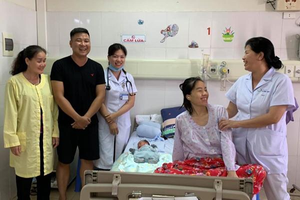 Thai phụ 30 tuổi chịu đựng ung thư suốt 4 tháng để sinh con