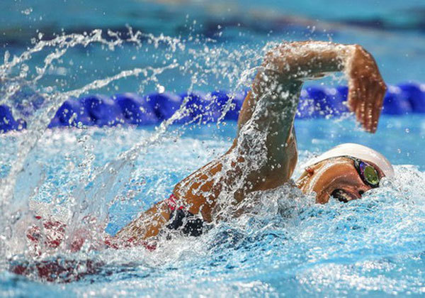 15-year-old swimmer beats star Anh Vien's record
