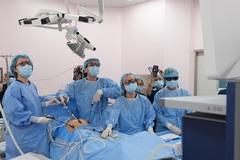 Bóc tách khối u to buồng trứng bằng kỹ thuật nội soi 3D