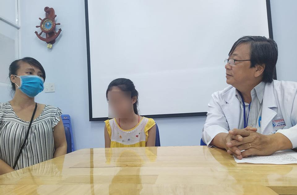 Bác sĩ cân não 5 tiếng trong phòng mổ cứu bé 12 tuổi mắc u phổi